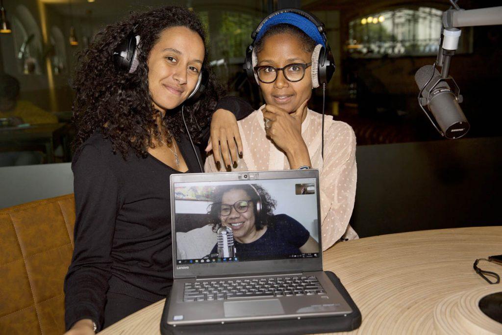 De makers van Dipsaus v.l.n.r: Mariam el Maslouhi, Anousha Nzume (op het scherm) en Ebissé Wakjira-Rouw | © Erik Veld